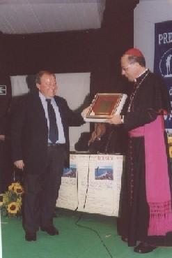 Il Premio Cultura assegnato lo scorso anno dal presidente della Provincia Coletti al vescovo Bruno F