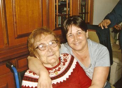La signora Ida Gaspari con la badante Tania