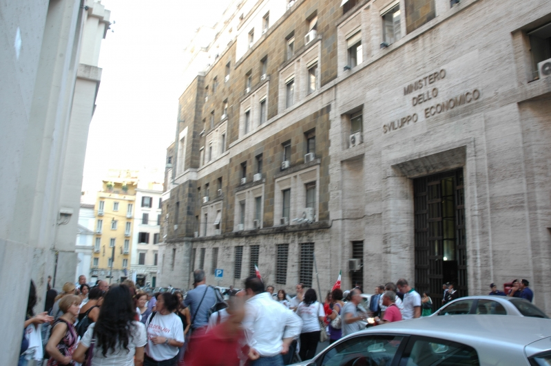Un presidio dei lavoratori Golden Lady a Roma del settembre 2011