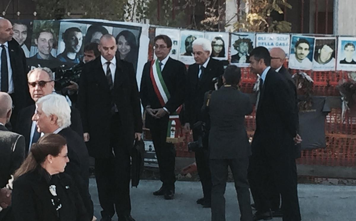 Terremoto del 6 aprile 2009 e studenti universitari for Disegni della casa del merluzzo del capo