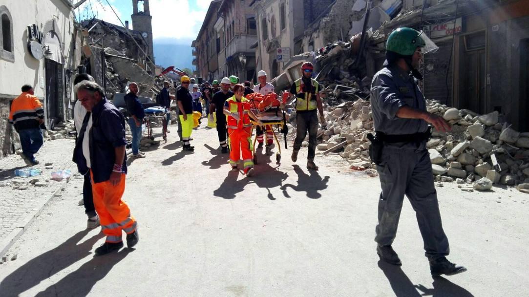 Feriti tra le macerie del terremoto, numerosi i ricoveri negli ospedali abruzzesi