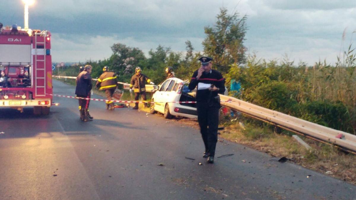 Vasto: auto contro guardrail, muoiono due ventenni