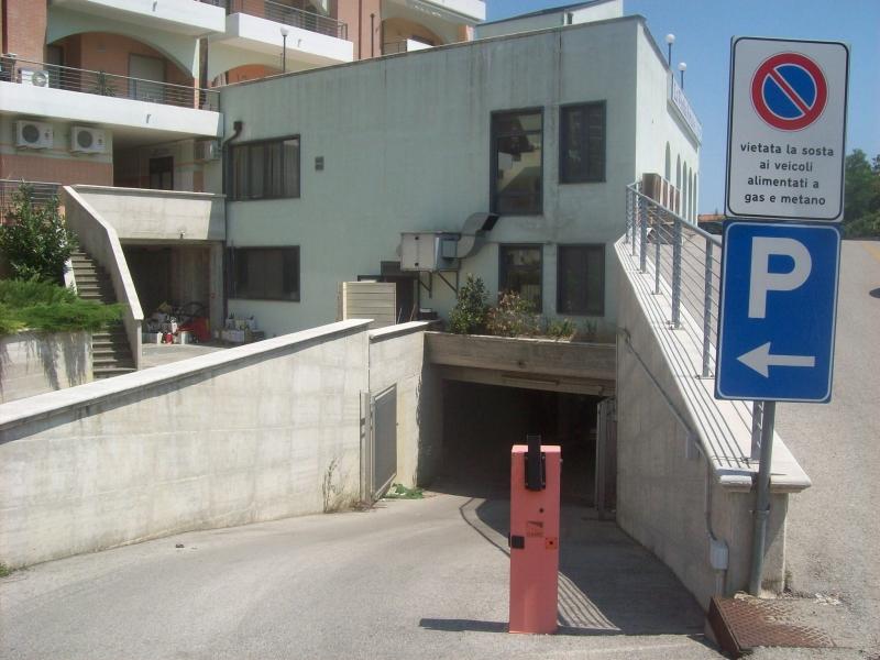 Tra i beni all'asta il parcheggio coperto di via Martiri Istriani a Vasto Marina