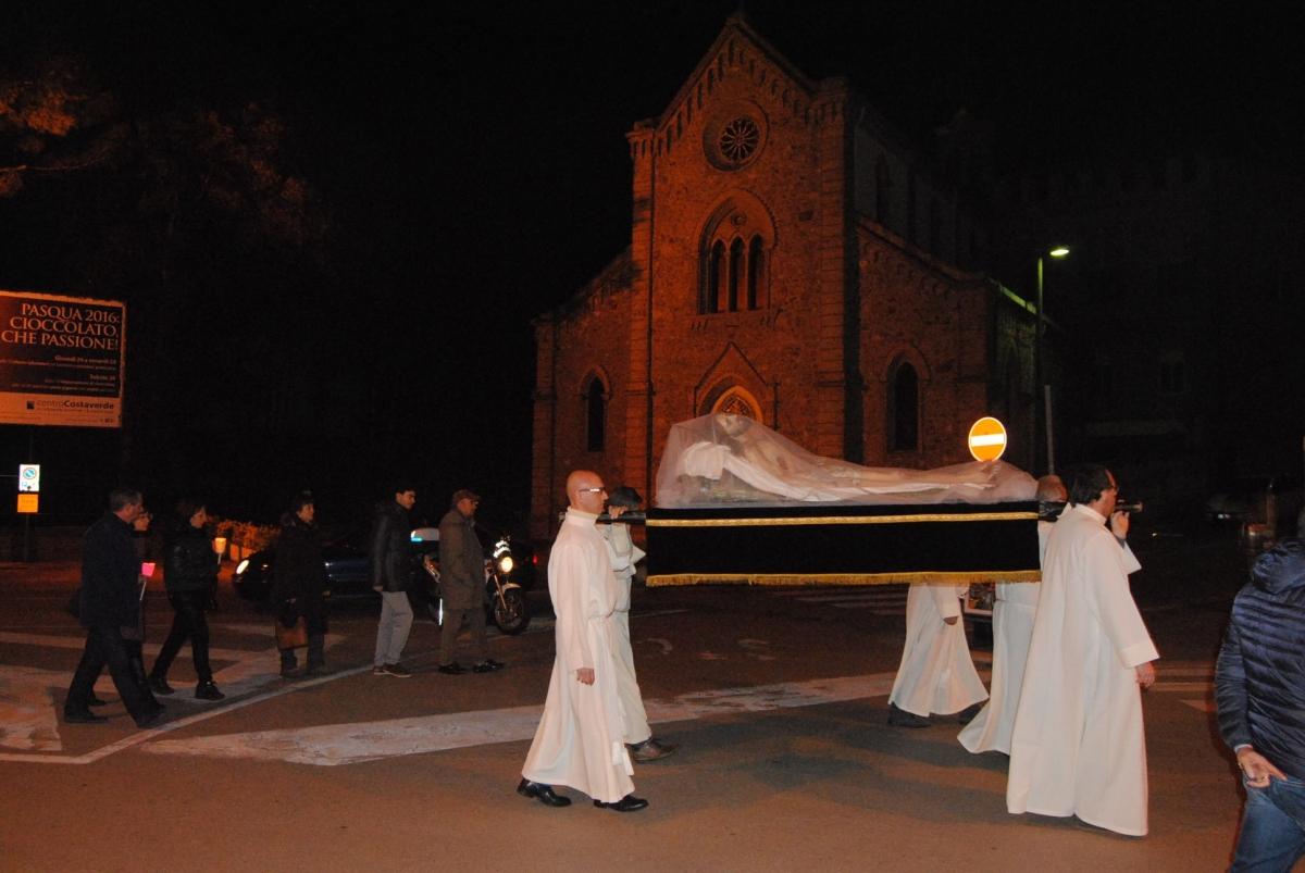 Un passaggio della Processione del Venerdì Santo a Vasto Marina